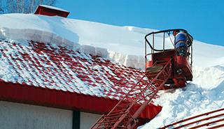 Уборка крыш от снега и сосулек
